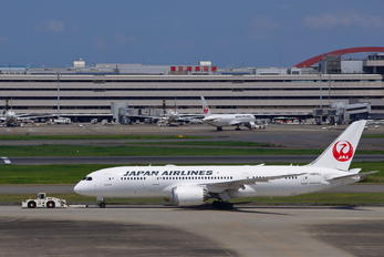 JA823J - JAL - Japan Airlines Boeing 787-8 Dreamliner
