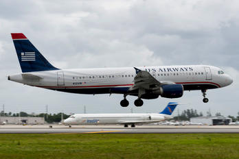 N121UW - US Airways Airbus A320