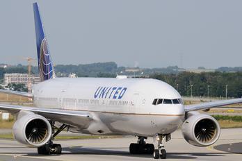 N771UA - United Airlines Boeing 777-200ER