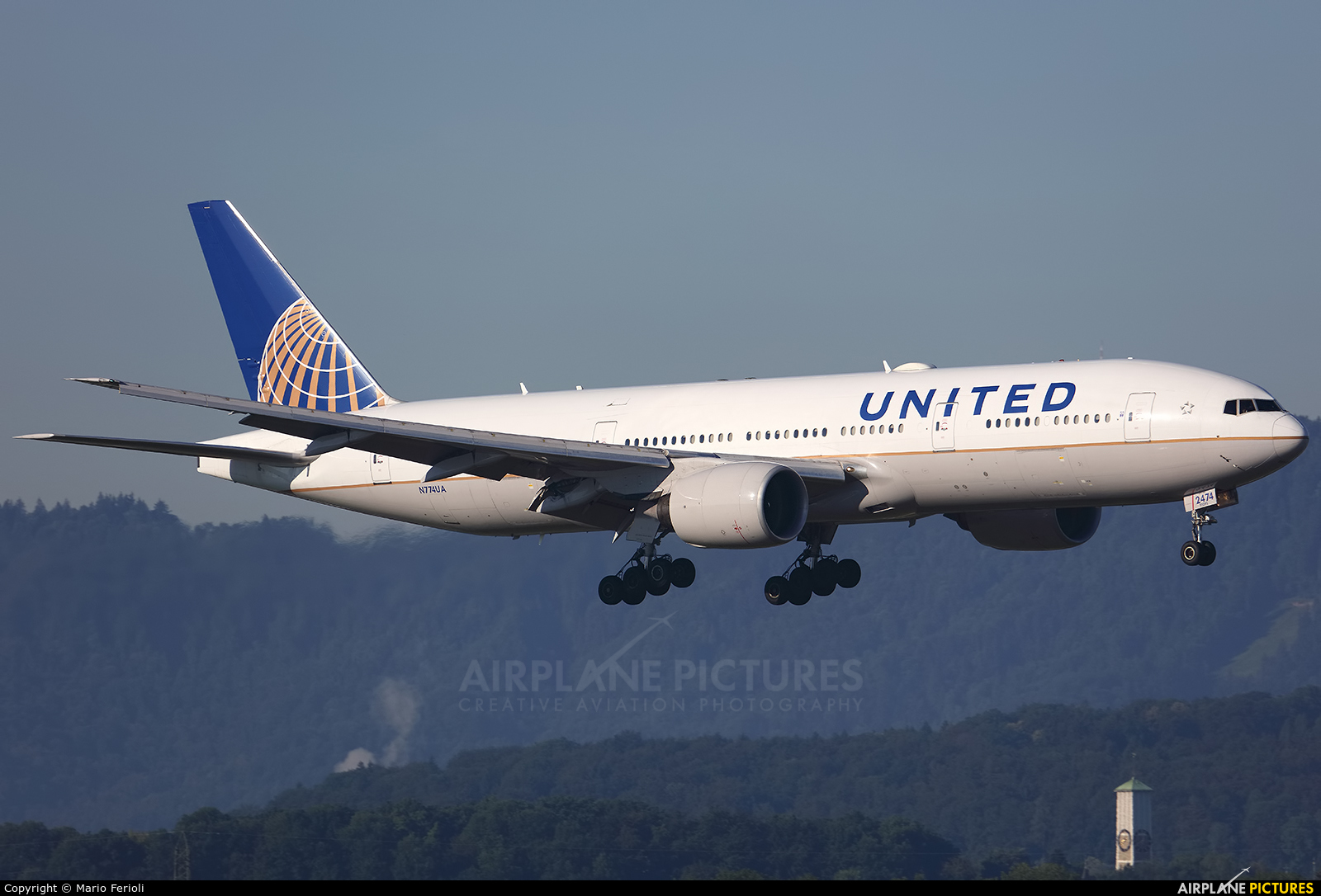 United Airlines N774UA aircraft at Zurich