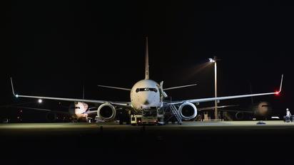 - - ANA - All Nippon Airways Boeing 737-800