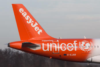 G-EJAR - easyJet Airbus A319