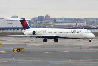 N916DL - Delta Air Lines McDonnell Douglas MD-88