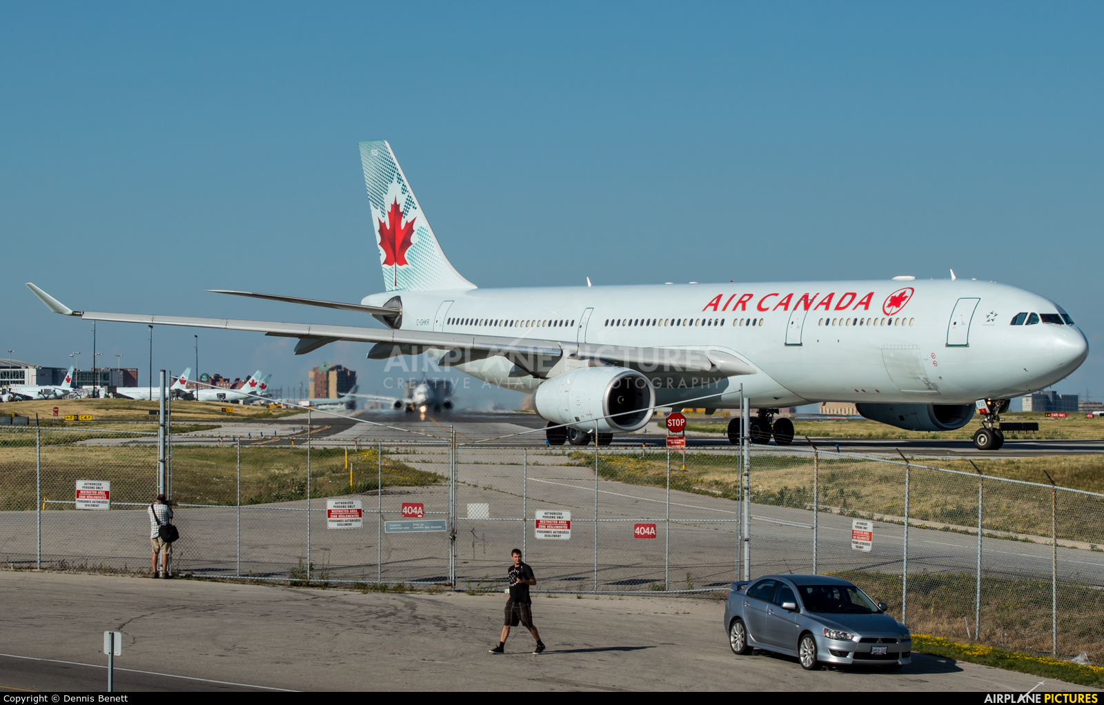 - Airport Overview  aircraft at Toronto - Pearson Intl, ON