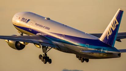 JA713A - ANA - All Nippon Airways Boeing 777-200