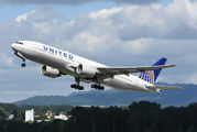 United Airlines N773UA image