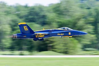 163455 - USA - Navy : Blue Angels McDonnell Douglas F/A-18C Hornet
