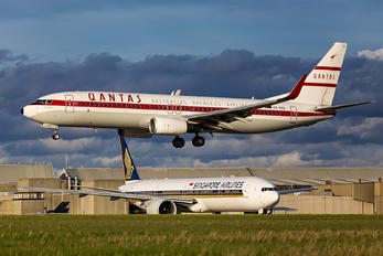 VH-VXQ - QANTAS Boeing 737-800