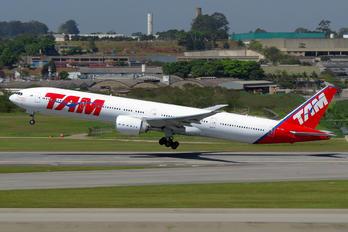 PT-MUI - TAM Boeing 777-300ER