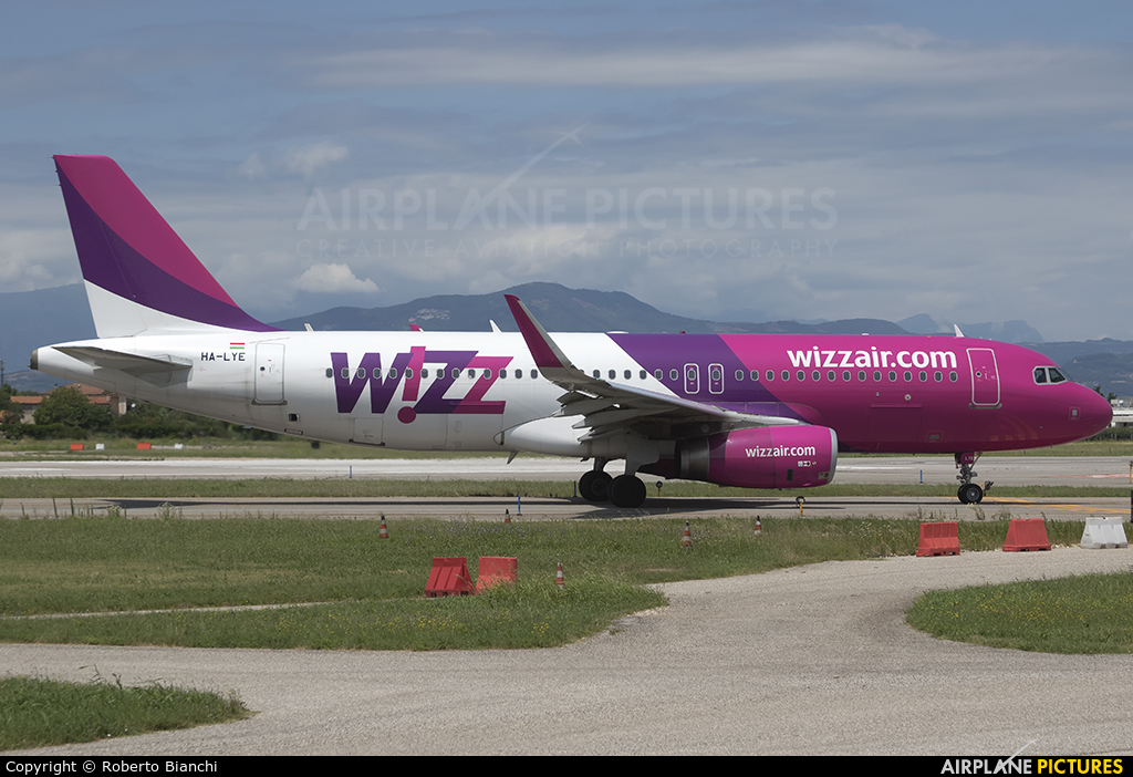 Wizz Air HA-LYE aircraft at Verona - Villafranca