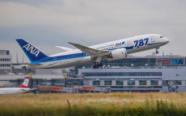 JA820A - ANA - All Nippon Airways Boeing 787-8 Dreamliner