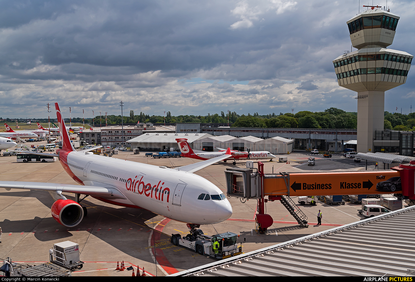 - Airport Overview  aircraft at Berlin - Tegel