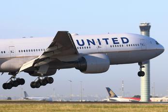 N209UA - United Airlines Boeing 777-200ER