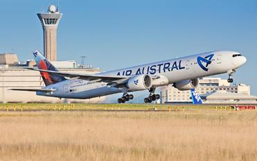 F-OSYD - Air Austral Boeing 777-300ER