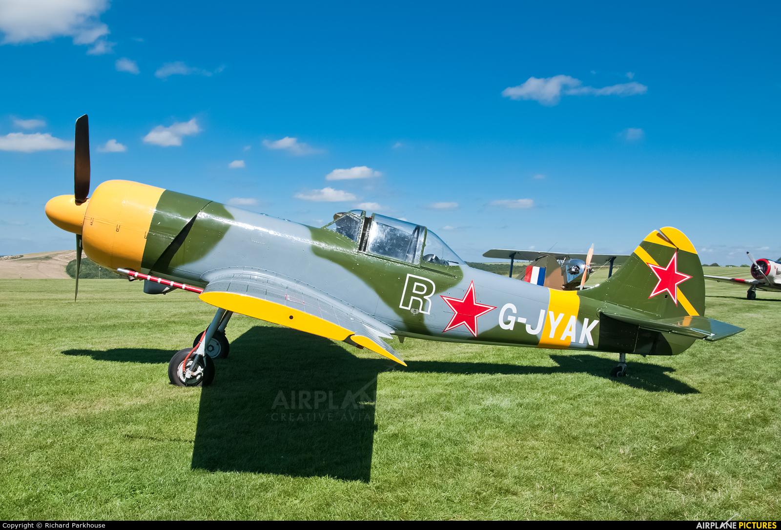 Private G-JYAK aircraft at Compton Abbas