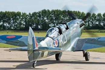 G-ILDA - Spitfire Display Supermarine Spitfire T.9