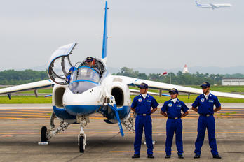 46-5729 - Japan - ASDF: Blue Impulse Kawasaki T-4