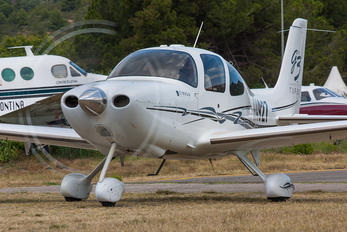 N4927 - Private Cirrus SR22