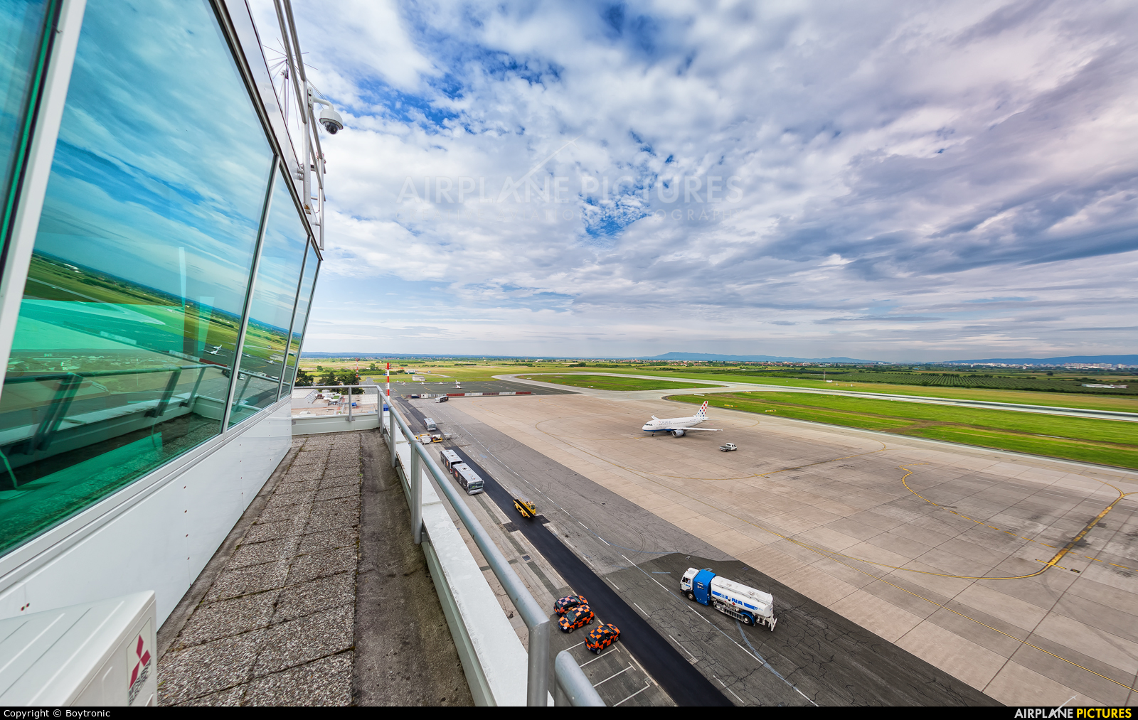 - Airport Overview - aircraft at Zagreb