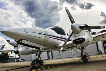 UR-RUB - Private Diamond DA 42 Twin Star