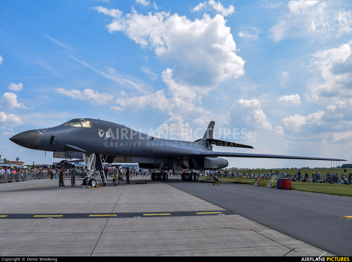 USA - Air Force 86-0111 aircraft at Berlin - Schönefeld