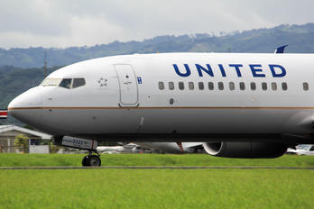 N68821 - United Airlines Boeing 737-900ER