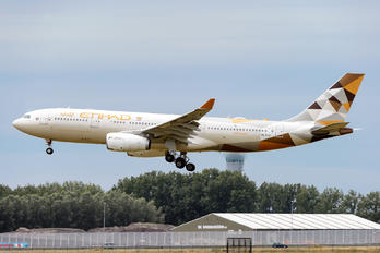 A6-EYH - Etihad Airways Airbus A330-200