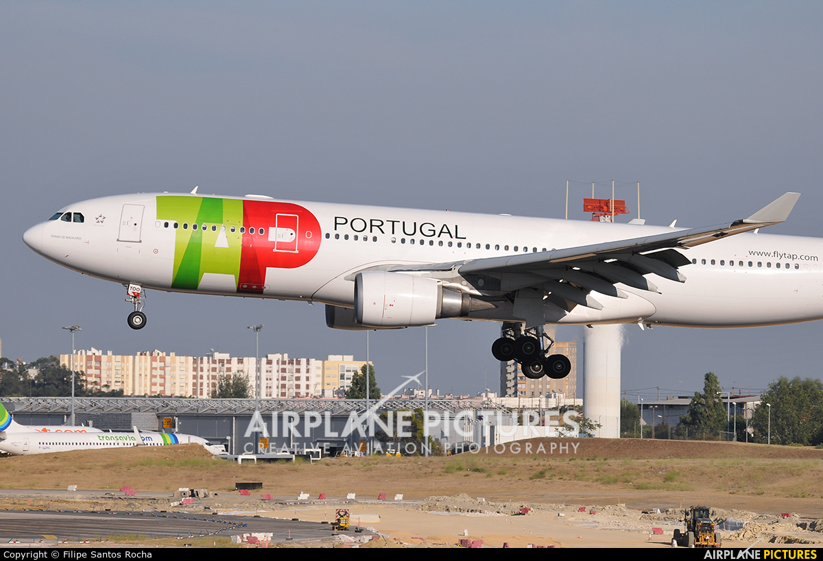 TAP Portugal CS-TOO aircraft at Lisbon