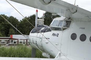 562 -  Antonov An-2