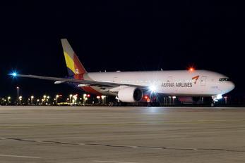 HL7775 - Asiana Airlines Boeing 777-200ER