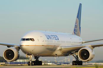 N219UA - United Airlines Boeing 777-200ER