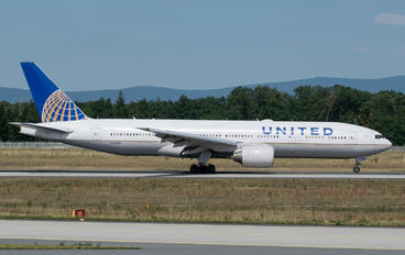 N226UA - United Airlines Boeing 777-200ER
