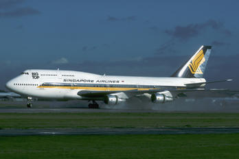 9V-SKP - Singapore Airlines Boeing 747-300