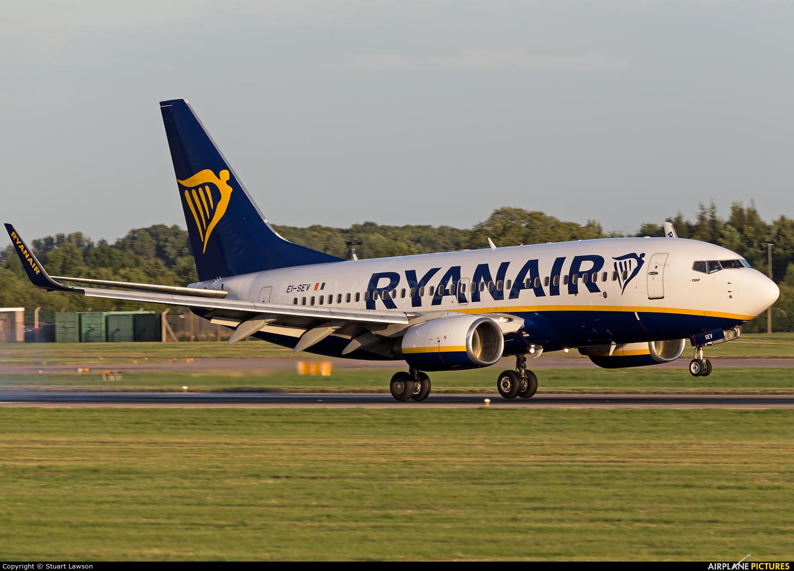Ryanair EI-SEV aircraft at East Midlands