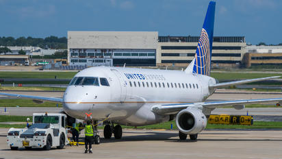 N633RW - United Express Embraer ERJ-170 (170-100)