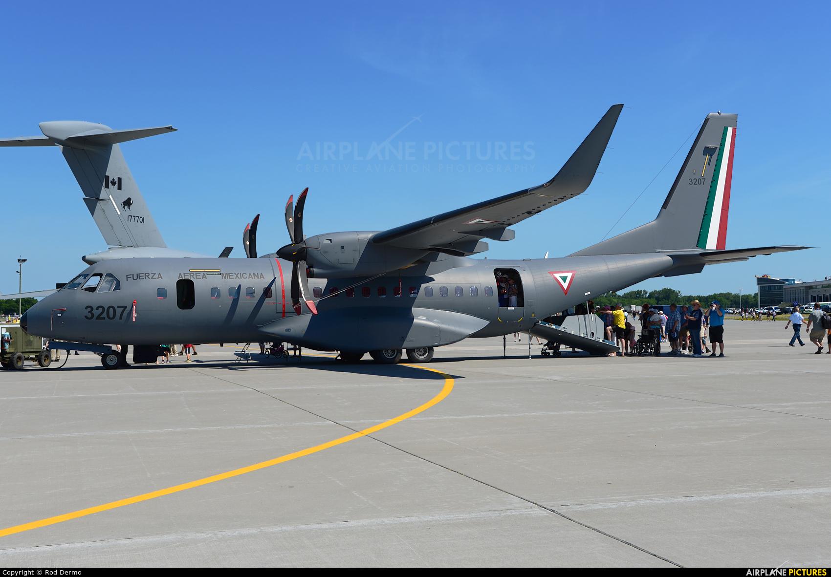 Mexico - Air Force 3207 aircraft at Trenton Airport