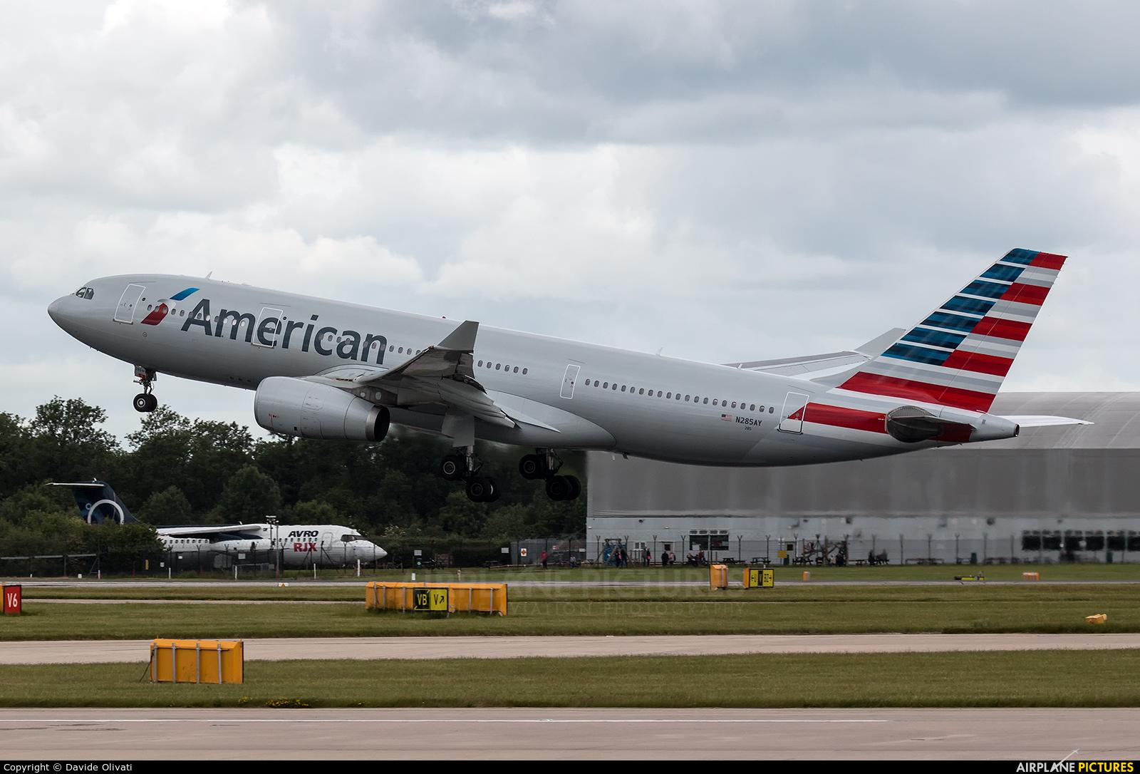 American Airlines N285AY aircraft at Manchester
