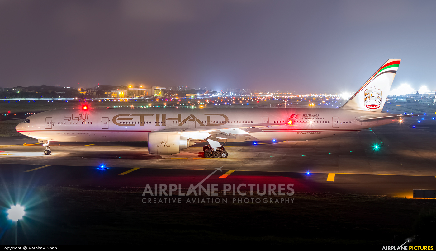 Etihad Airways A6-ETR aircraft at Mumbai - Chhatrapati Shivaji Intl