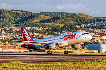 PR-MHU - TAM Airbus A320