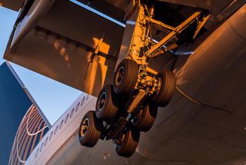N774UA - United Airlines Boeing 777-200