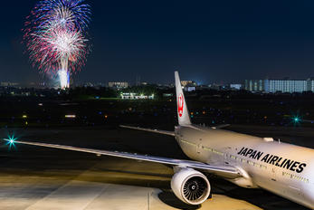 JA739J - JAL - Japan Airlines - Airport Overview - Overall View