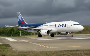 CC-BFE - LAN Colombia Airbus A320