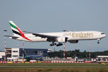 A6-EBT - Emirates Airlines Boeing 777-300ER