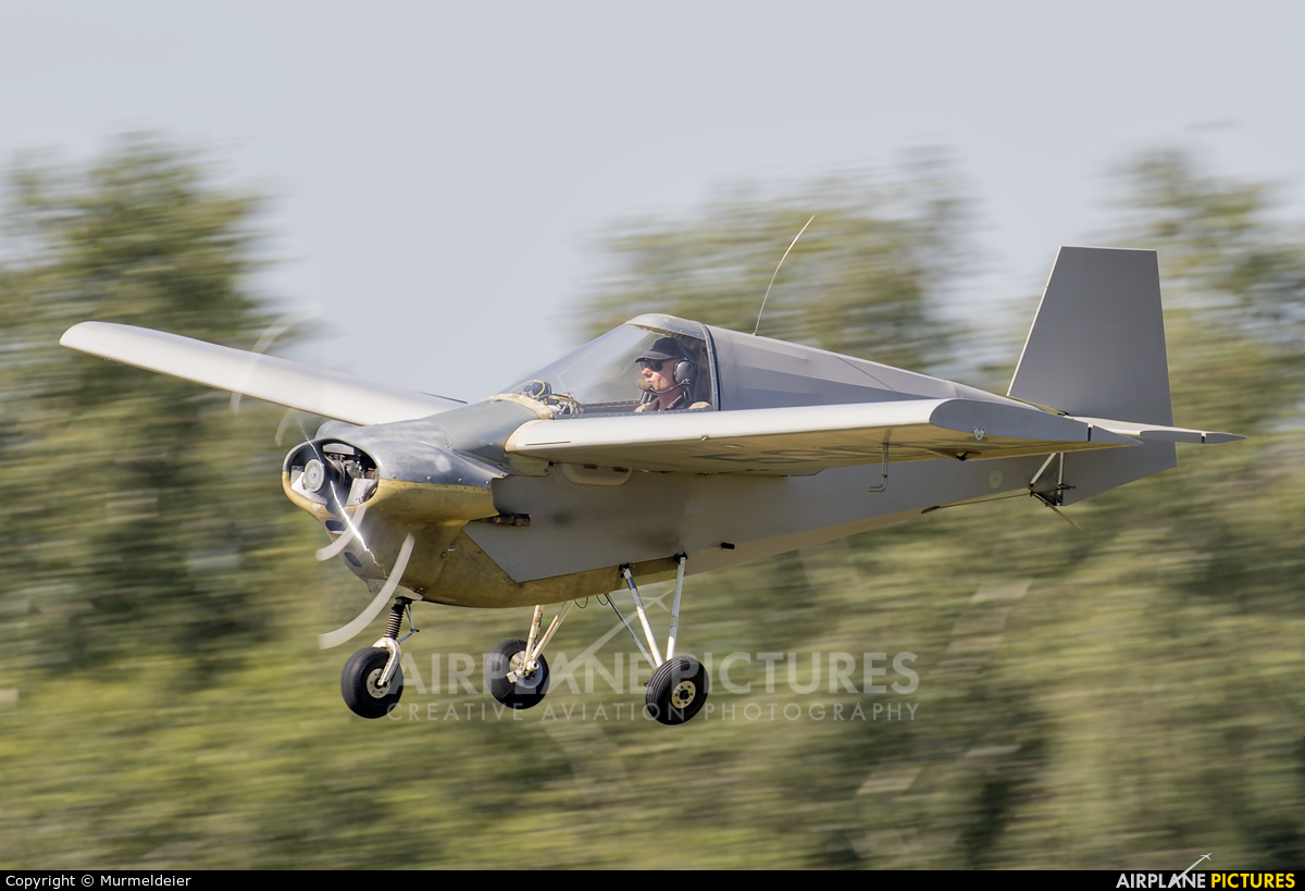 Private 59-CGK aircraft at St Hubert