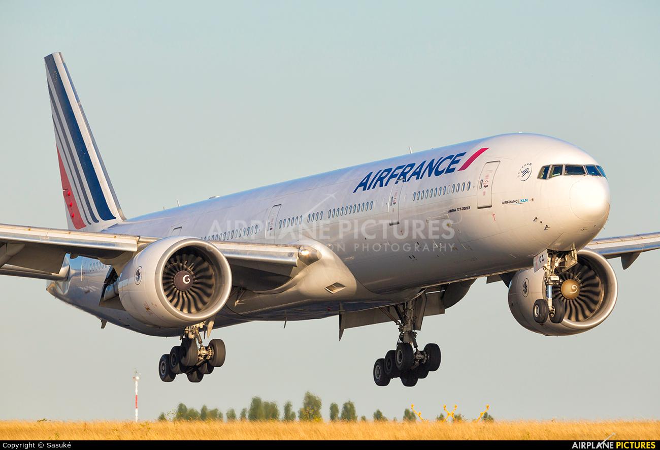 Air France F-GSQA aircraft at Paris - Charles de Gaulle