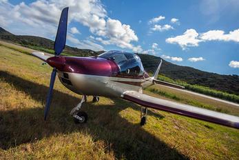 - - United Airlines Skyleader Skyleader 200
