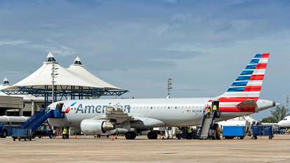 N121UW - US Airways Airbus A320
