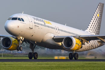 EC-KDT - Vueling Airlines Airbus A320