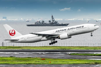 JA008D - JAL - Japan Airlines Boeing 777-200
