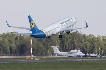 UR-PSH - Air Ukraine Boeing 737-800